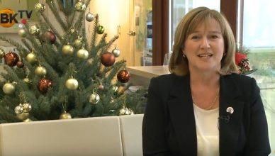 Kellemes karácsonyi ünnepeket kíván Kiszelné Mohos Katalin, Nagykovácsi polgármestere
